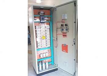 Instalação e montagem de painéis elétricos