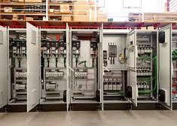 Montagem de painéis elétrico